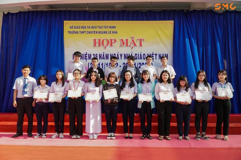 Trường THPT Chuyên Hoàng Lê Kha có phương pháp dạy đạt chuẩn, môi trường học tập đầy đủ tiện nghi, thoải mái cùng đội ngũ giáo viên giàu kinh nghiệm.