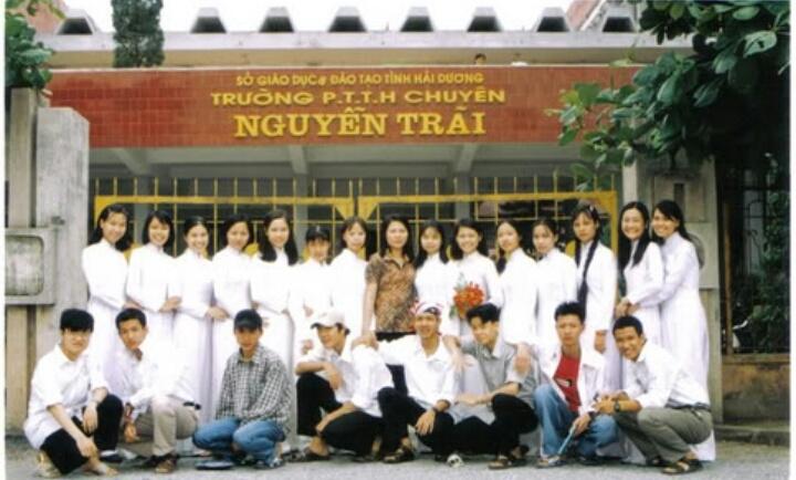 Lớp chuyên Sinh khóa 1999 - 2002 chụp ngày ra trường 05/2002