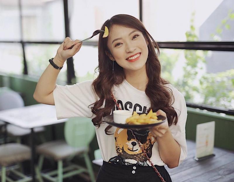 Khánh Vy - Nữ sinh