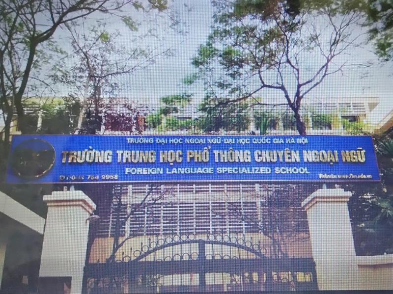 Trường THPT chuyên Ngoại ngữ tại đường Phạm Văn Đồng, Dịch Vọng Hậu, Cầu Giấy, Hà Nội