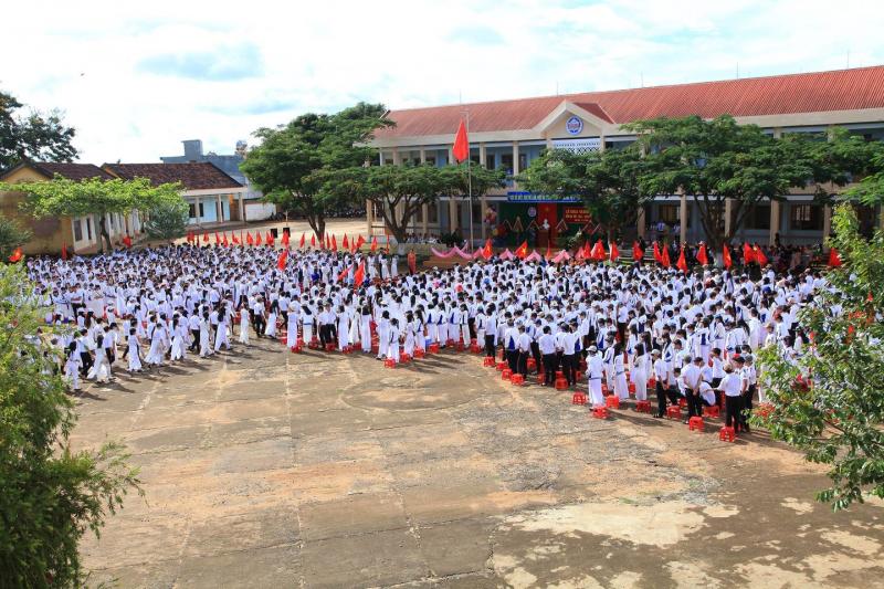 Trường THPT Đắk Mil