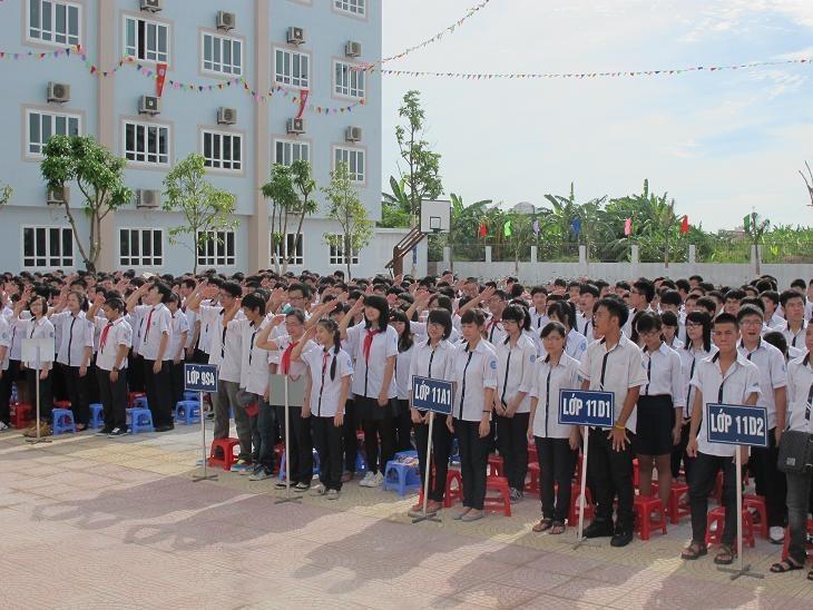 Giờ chào cờ của học sinh trường phổ thông Đoàn Thị Điểm
