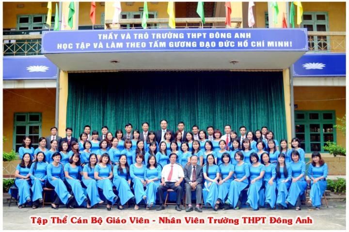 Tập thể cán bộ giáo viên, nhân viên trường THPT Đông Anh