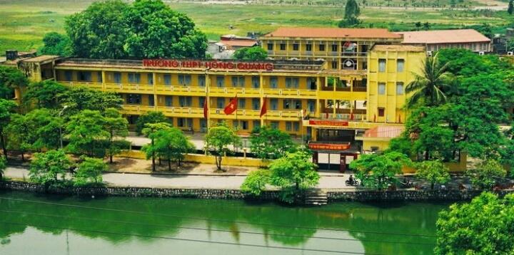 Toàn cảnh trường THPT Hồng Quang bên dòng sông thơ mộng tại số 1 Chương Dương, p.Trần Phú, Tp.Hải Dương