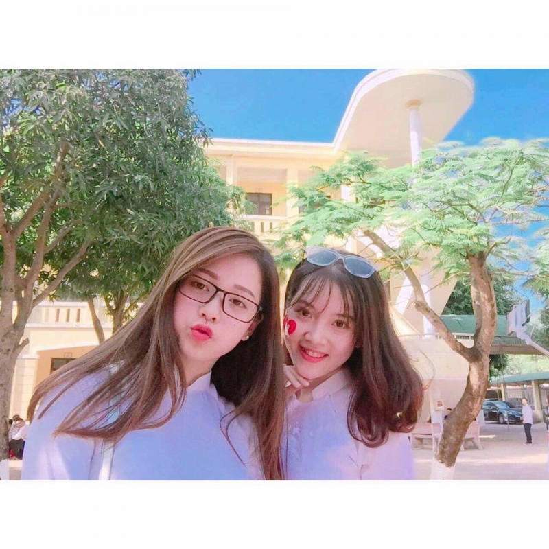 2 bạn nữ xinh gái Nguyễn Ngân - Lê Uyên - 12A6 - THPT Lê Viết Thuật