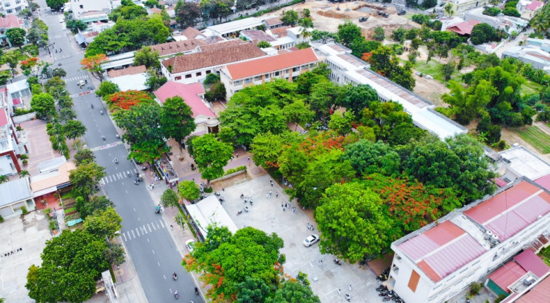 Trường THPT Kon Tum