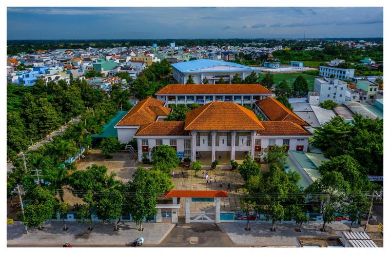 Trường THPT Nguyễn Hiền là một trong những ngôi trường có truyền thống hiếu học và bề dày thành tích.