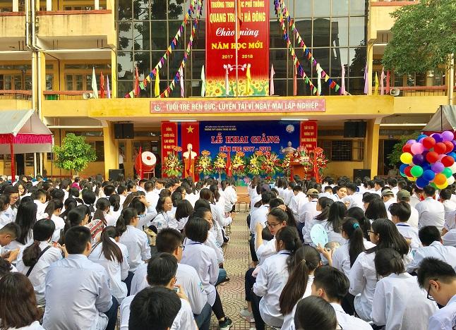 Học sinh trường PTTH Quang Trung trong ngày khai giảng năm học mới