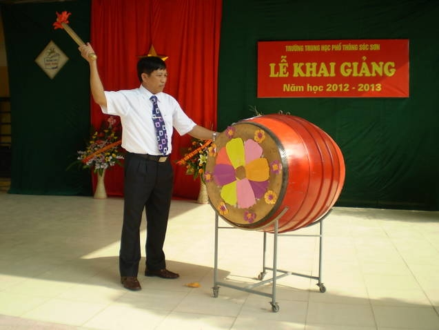 Tiếng trống khai giảng năm học mới tại trường THPT Sóc Sơn