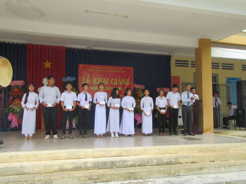 Với mục tiêu trở thành ngôi trường chuẩn Quốc gia, Trường THPT Tân Châu đã có biện pháp kéo giảm tỷ lệ học sinh yếu, kém, học sinh bỏ học; tích cực đổi mới phương pháp giảng dạy, đổi mới công tác đánh giá học sinh