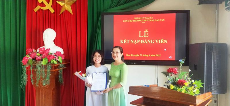Trường THPT Trần Cao Vân