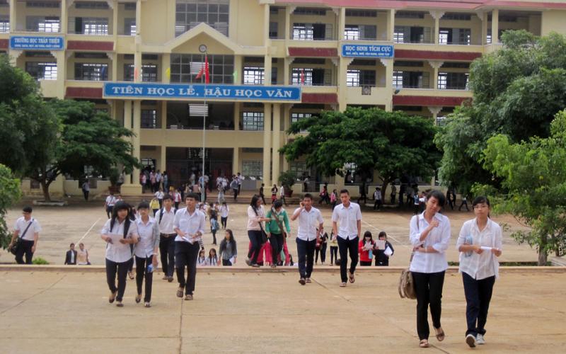 THPT Trần Hưng Đạo tỉ lệ học sinh tốt nghiệp THPT trên 90%, tỉ lệ học sinh thi đậu vào các trường Đại học, cao Đẳng không ngừng tăng cao