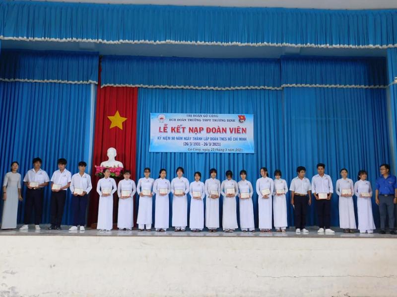Trong nhiều năm liền, trường THPT Trương Định đã đạt danh hiệu Trường học xuất sắc, luôn đứng trong top đầu của tỉnh về tỷ lệ học sinh đỗ tốt nghiệp