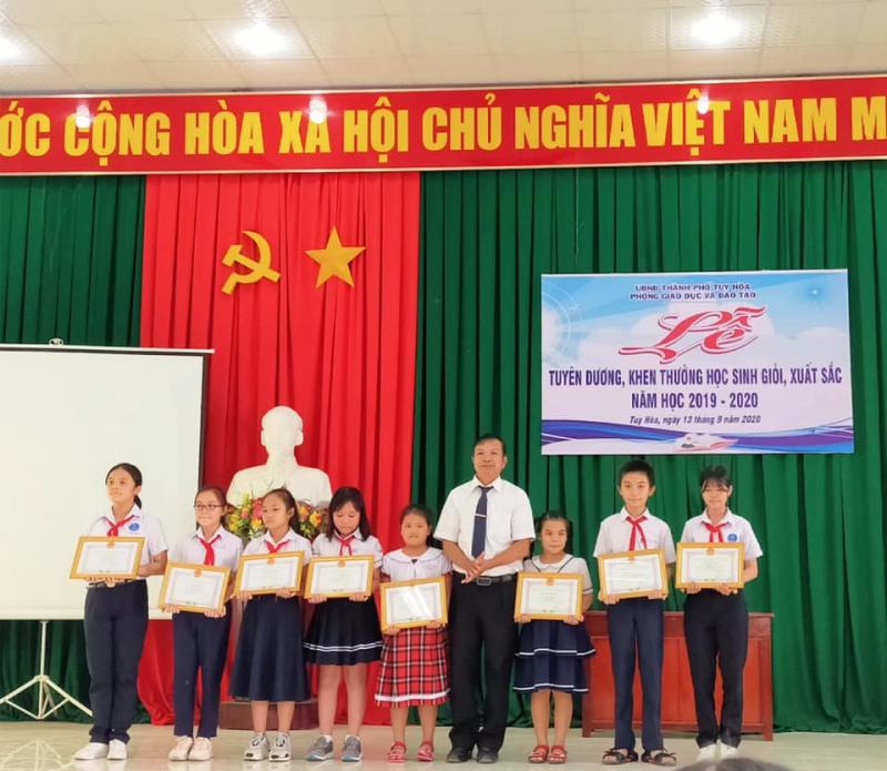 Trường Tiểu học bán trú Phù Đổng