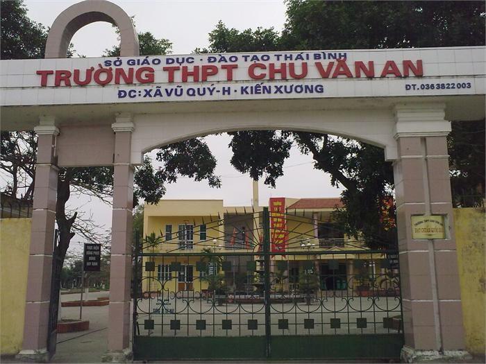 Cổng trường Trung học phổ thông Chu Văn An