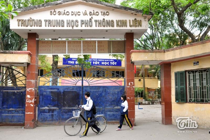Cổng trường THPT Kim Liên.