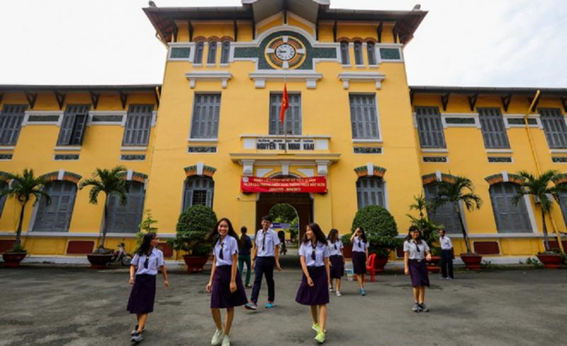 Đồng phục học sinh Trường Trung học phổ thông Nguyễn Thị Minh Khai