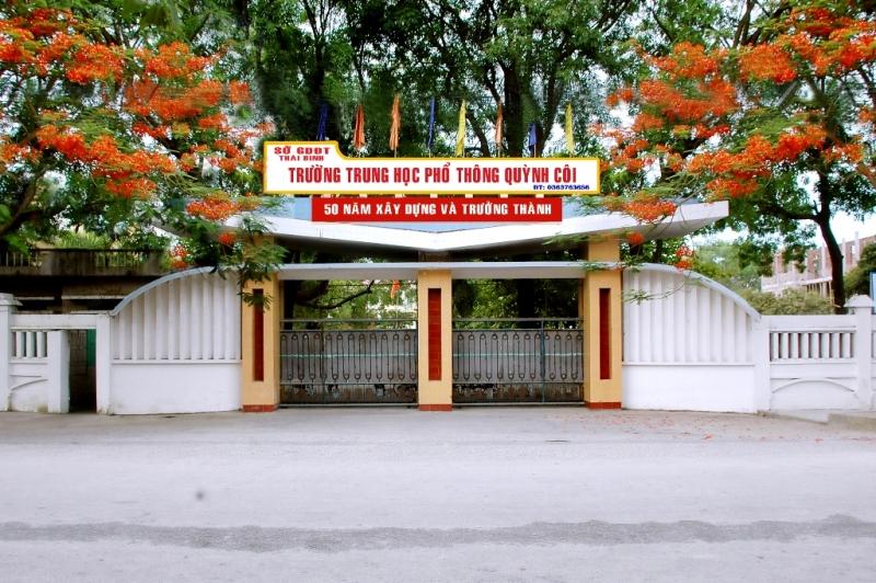 Cổng trường Trung học phổ thông Quỳnh Côi