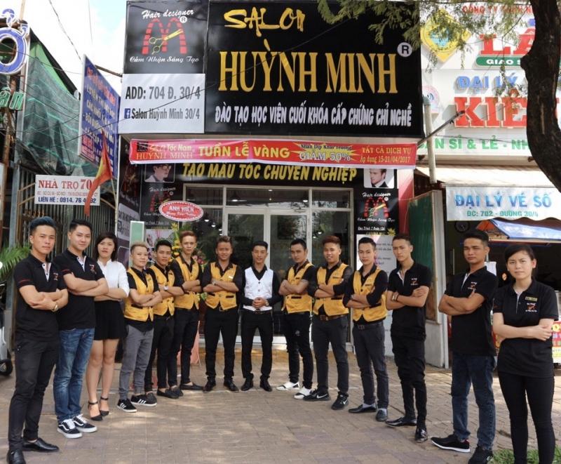 Salon tóc Huỳnh Minh chăm sóc tóc chuyên nghiệp dành cho nam giới