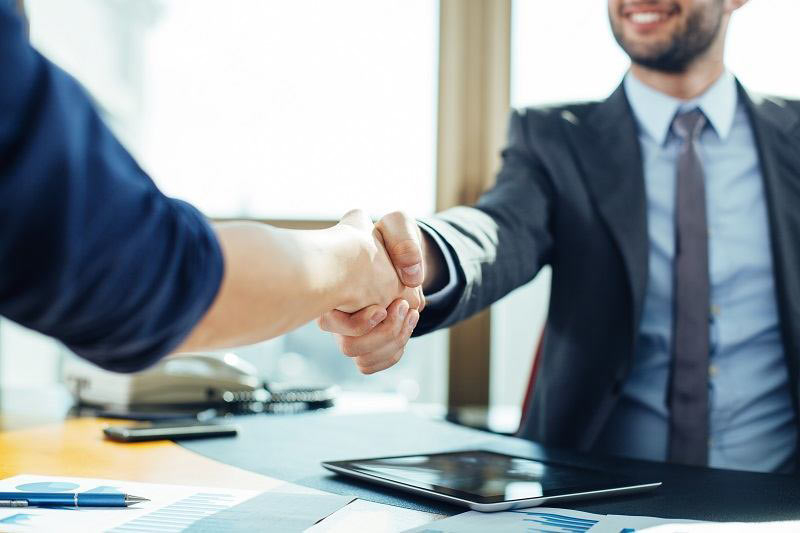 Được làm việc trong môi trường năng động và chuyên nghiệp, hưởng đầy đủ các chế độ phục lợi theo quy định của pháp luật.