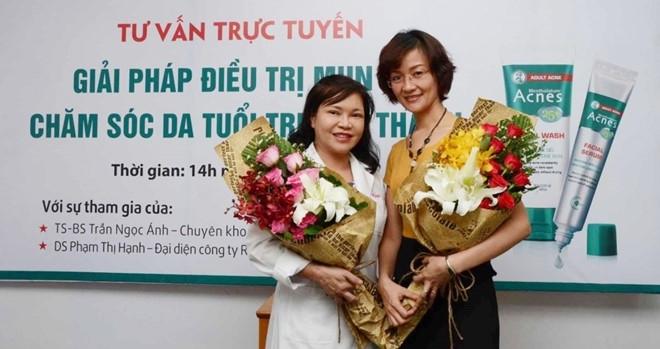 TS.BS. Trần Ngọc Ánh (bên trái)
