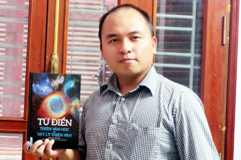 """Cuốn """"Từ điển thiên văn học và vật lý thiên văn"""" là cuốn từ điển thiên văn bán chạy nhất hiện nay, là công cụ hữu hiệu hỗ trợ các nhà thiên văn học và những người đam mê thiên văn."""
