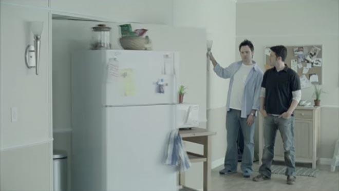Gạt cần! Và đó là tủ lạnh bí mật.