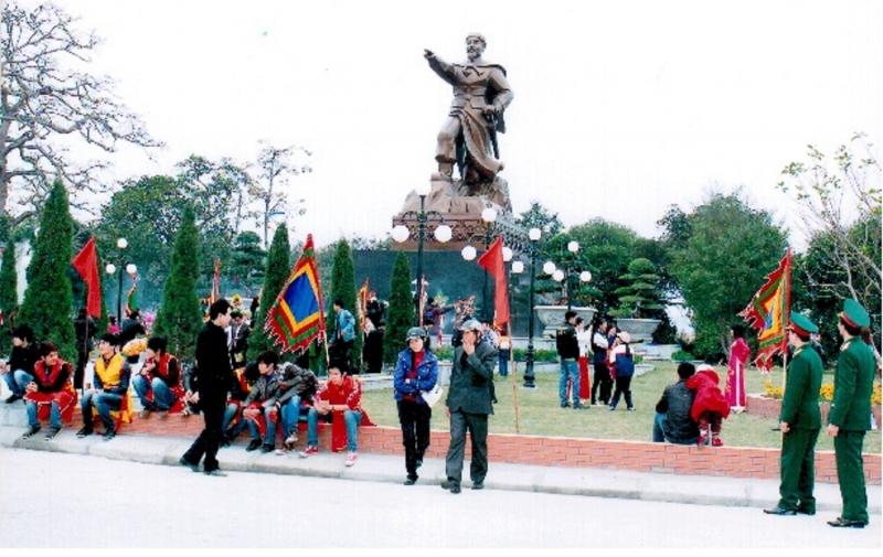 Tượng đài đức Vương Ngô Quyền tại khuôn viên Từ Lương Xâm