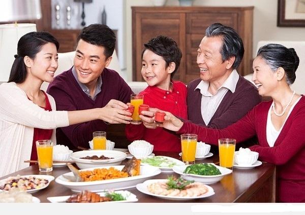 Tự tay nấu những món ăn mà mẹ thích sẽ khiến mẹ hạnh phúc vô cùng