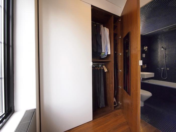 Tủ quần áo sang trọng trong phòng tắm