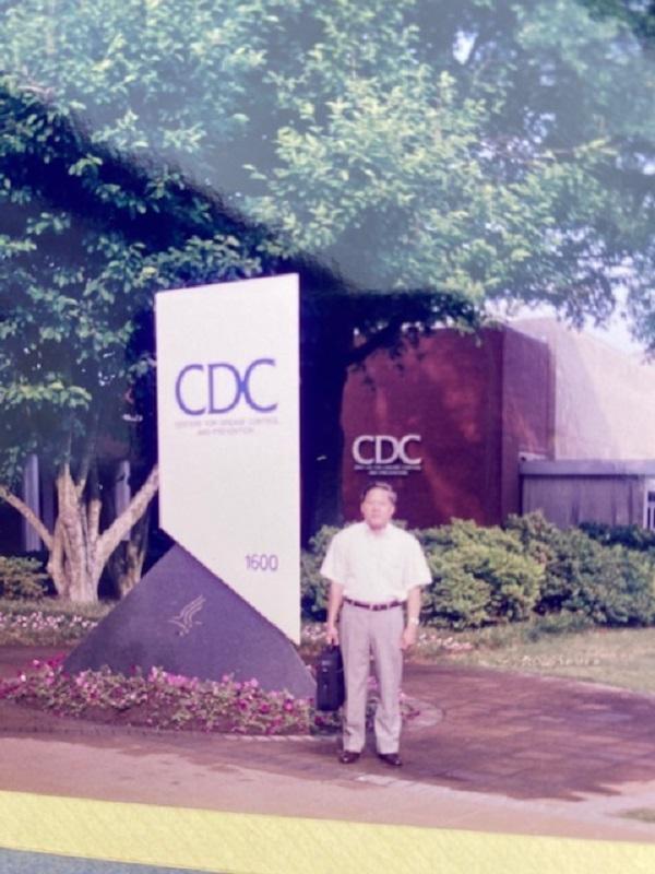 Giáo sư – Tiến sĩ khoa học Phùng Đắc Cam tại CDC Atlanta.