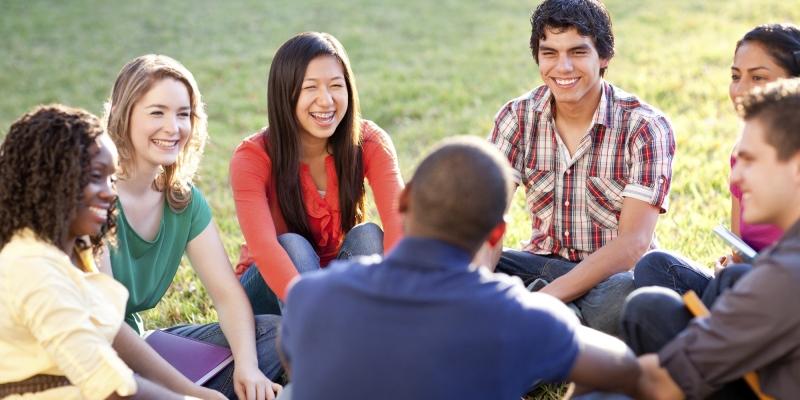Gặp gỡ giao tiếp thêm nhiều bạn bè mới từ các quốc gia trên thế giới