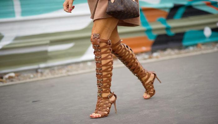 Tư thế khi đi giày cao gót