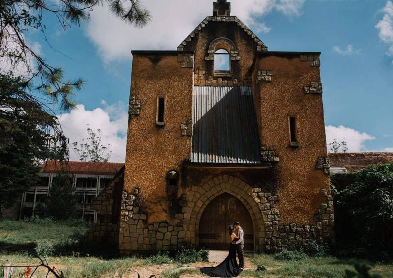 Tu viện bỏ hoang