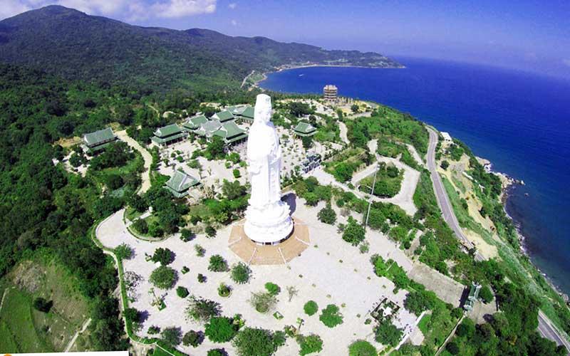 Cảnh chùa Linh Ứng từ trên xuống