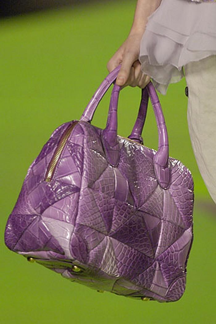 Túi da cá sấu Carolyn của Marc Jacobs có giá 38.470 USD