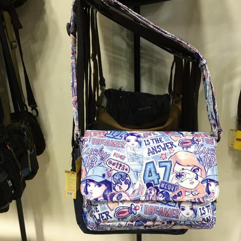 Túi đeo vai tại cửa hàng Túi xách BOM có giá: 239.000 VNĐ