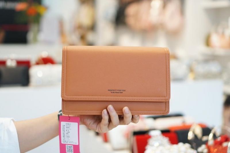 Túi xách , ví cầm tay cao cấp