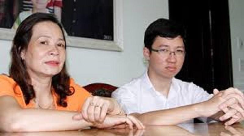 Nhật Minh và mẹ