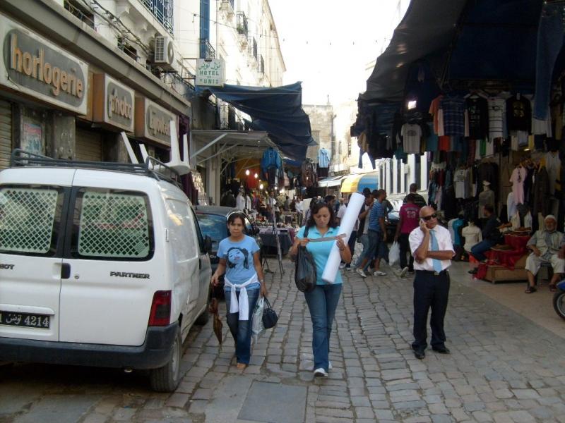 Mặc dù có mức giá sinh hoạt thấp nhưng Tunisia khó thu hút du lịch vì ở bên cạnh một đất nước bất ổn như Libya