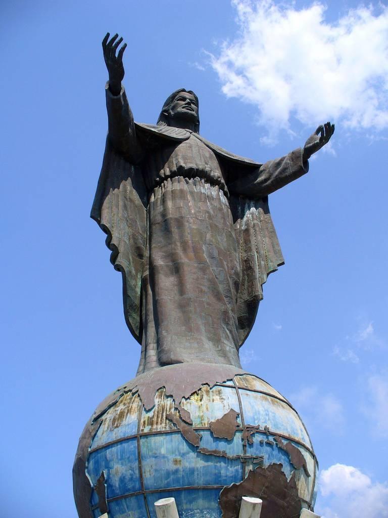 Tượng chúa Kito Vua ở Đông Ti Mo