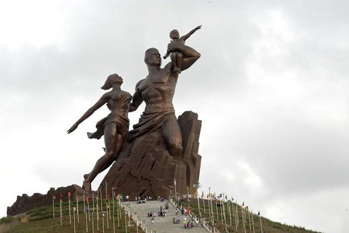Tượng đài Phục hưng Châu Phi ở Senegal