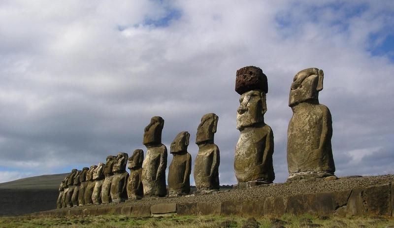 Những bức tượng đá khổng lồ trên đảo Phục Sinh vẫn luôn là câu hỏi lớn của nhân loại