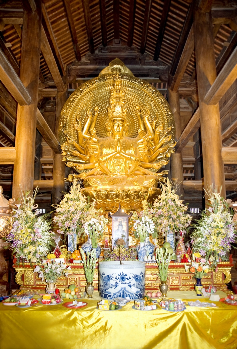 Tượng Phật Quan Thế Âm thiên thủ thiên nhãn