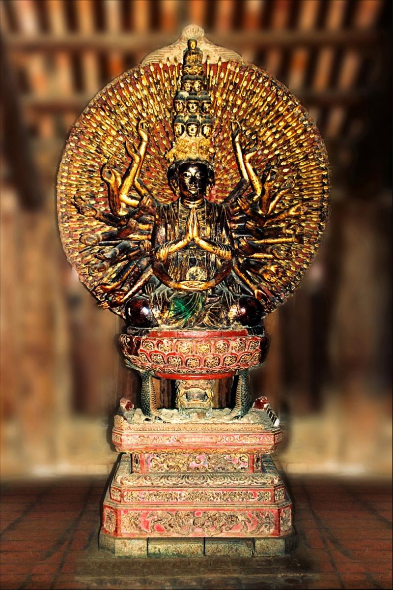 Tượng Phật Quan Thế Âm thiên thủ thiên nhãn bằng gỗ lớn nhất Việt Nam.
