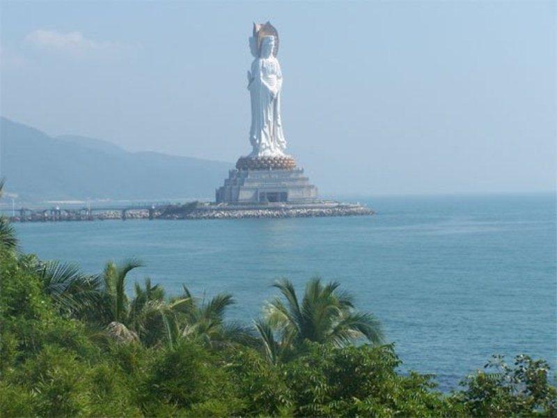Tượng Quan thế âm Bồ Tát ở Nam Hải
