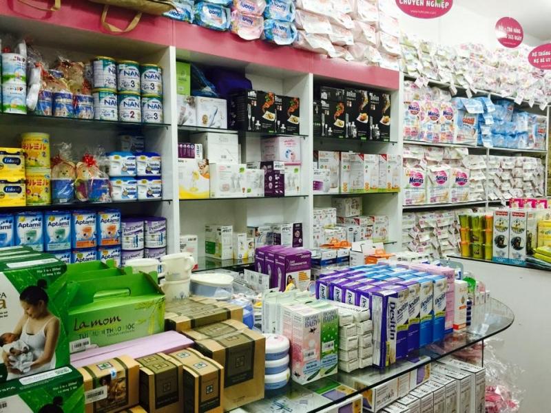 Một góc bán sữa và các mặt hàng phục vụ sức khỏe bé yêu tại Tuticare