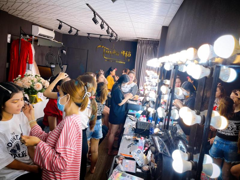 Tuyền Hồ makeup