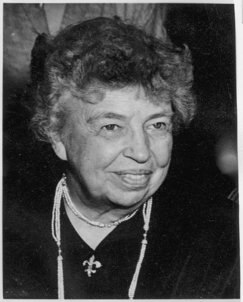 Eleanor Roosevelt- chủ tọa ủy ban soạn thảo và chuẩn thuận Bản Tuyên Ngôn Nhân Quyền 1948