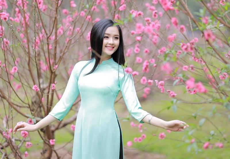 Vẻ đẹp trong sáng như lá trà trong chiếc áo dài thiết tha của nữ sinh Tuyên Quang